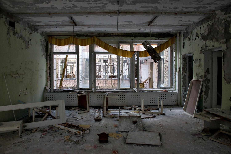 Abandoned building in Pripyat. Image by Pedro Moura Pinheiro: http://www.flickr.com/photos/pedromourapinheiro/sets/72157603933583913